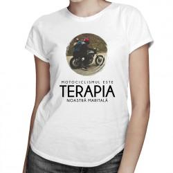 Motociclismul este terapia noastră maritală - T-shirt pentru femei