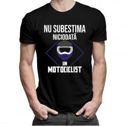 Nu subestima niciodată un motociclist - T-shirt pentru bărbați