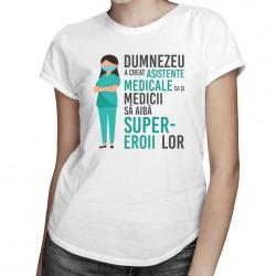 Dumnezeu a creat asistente medicale, ca şi medicii să aibă super-eroii lor - T-shirt pentru femei