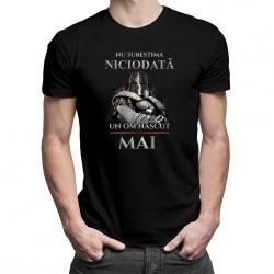 Nu subestima niciodată un om născut în mai - tricou bărbătesc cu imprimeu