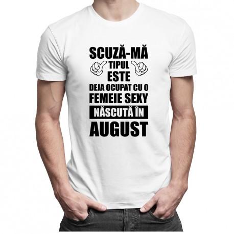 Scuză-mă, tipul ăsta este deja ocupat cu o fată sexy născută în august - T-shirt pentru bărbați