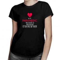 A fi paramedic nu este o profesie - T-shirt pentru femei